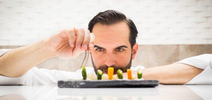 el-cocinero-mario-sandoval-emplatando